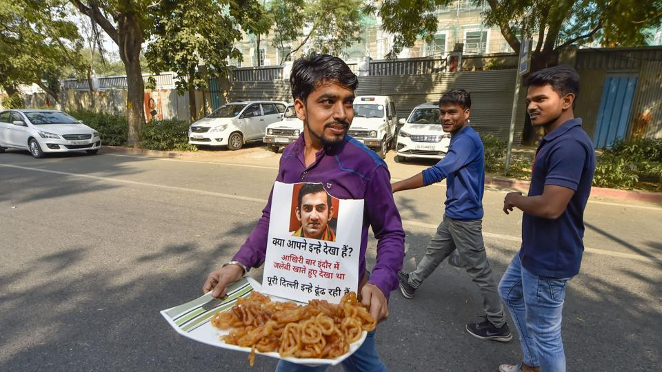 An AAP worker carries 'jalebi' to offer to BJP workers who were staging a protest against Delhi Chief minister Arvind Kejriwal outside AAP office in New Delhi.