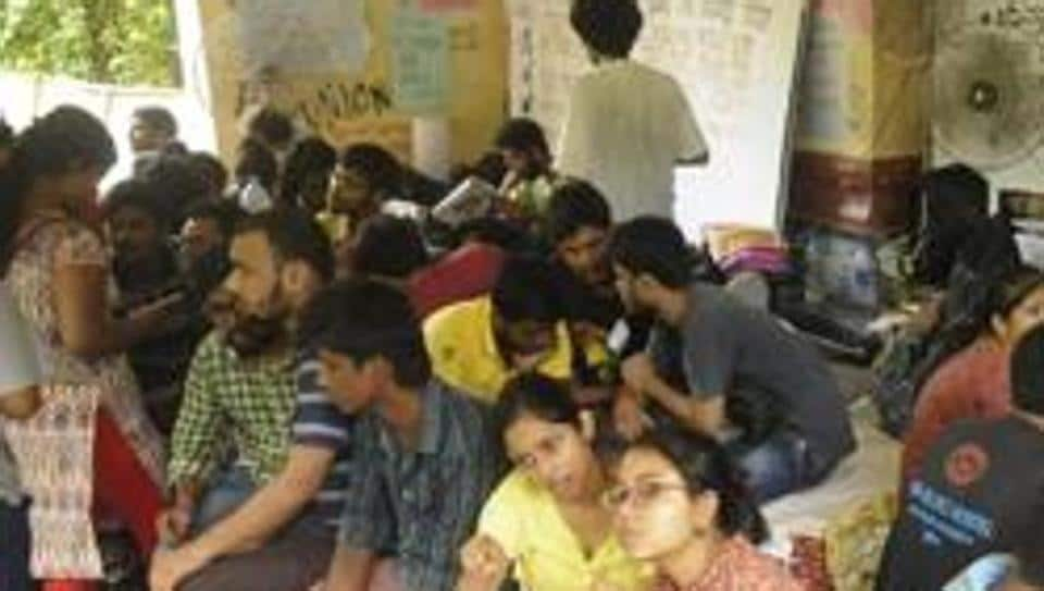 Over 1,000 para teachers are on an indefinite sit-in at Central Park, Salt Lake since November 11. (Representational image)