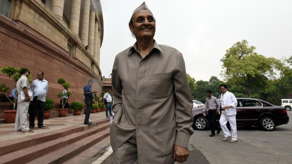 Senior Congress leader and Rajya Sabha MP Dr Karan Singh arrive for attending parliament Monsoon Session in New Delhi on July 25, 2016.