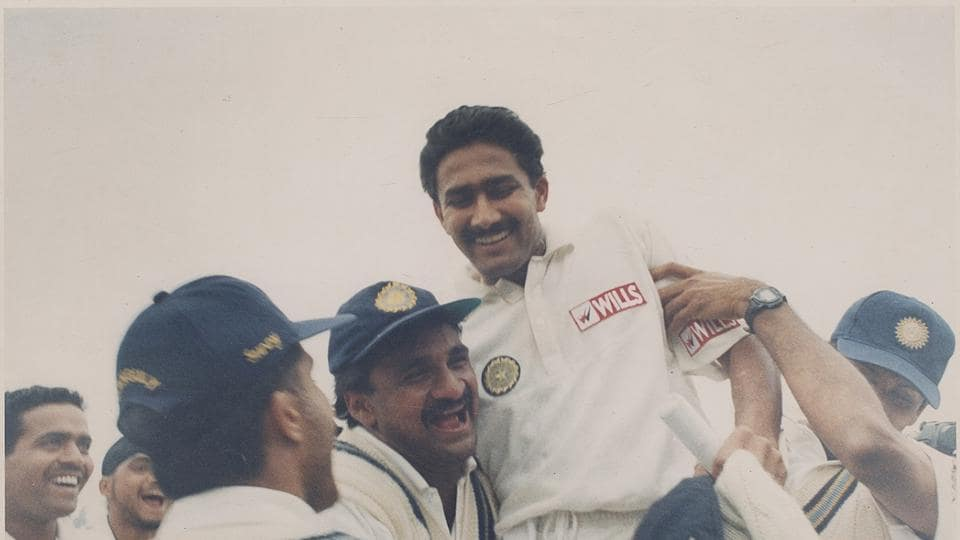 Anil Kumble being chanted by team mates after a Ten Wicket bowling spell against Pakistan in the Capital -