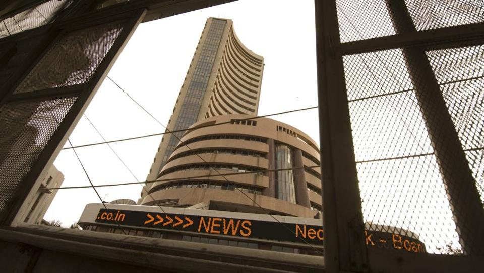 Reliance Industries closed 2.51% higher and had earlier hit a fresh peak of 1572.40 rupees.