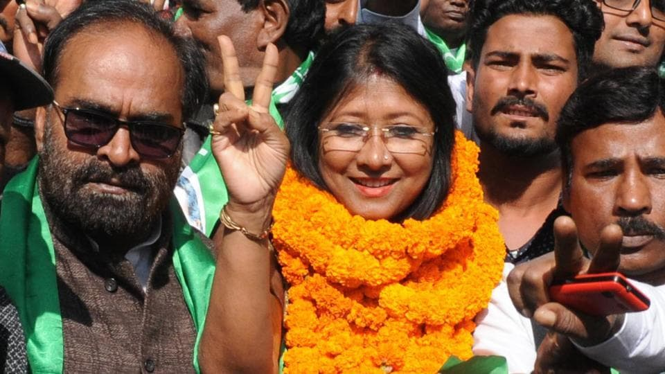 JMM candidate from Ranchi assembly constituency Mahua Manjhi with supporters on way to file her nomination for Jharkhand assembly election in Ranchi,  on Tuesday, November 19, 2019.