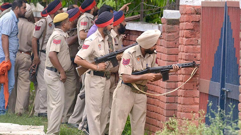 Punjab police personnel take position during an encounter in Dinanagar town in Gurdaspur. Image used for representational purpose only.