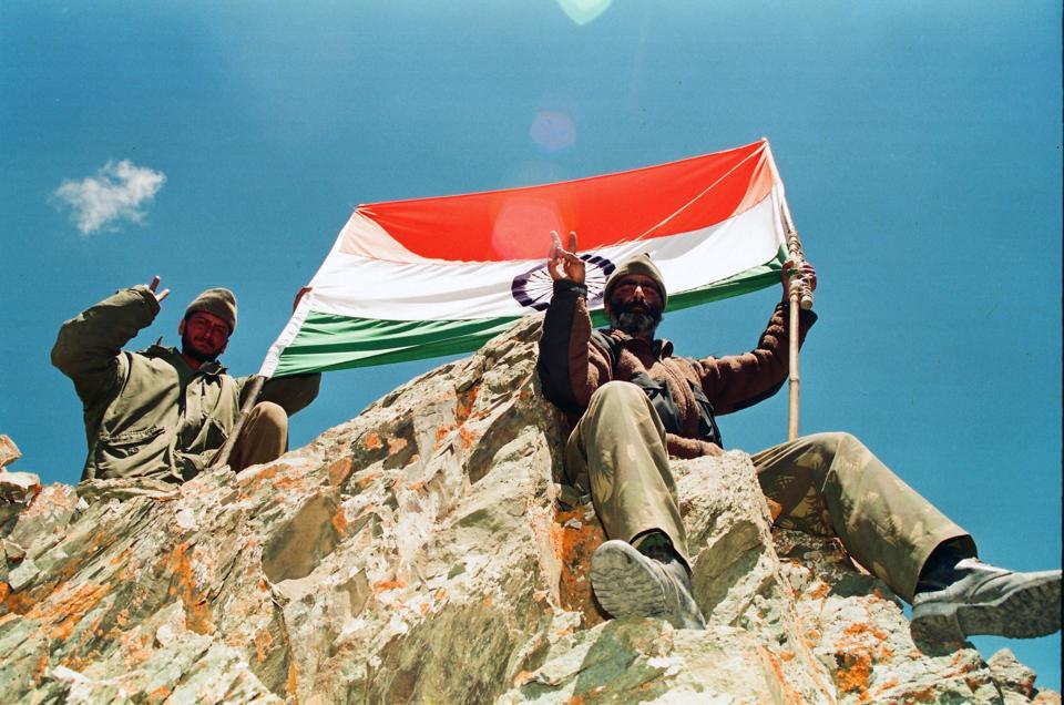 Soldiers atop Gun Hill, Kargil, 1999.