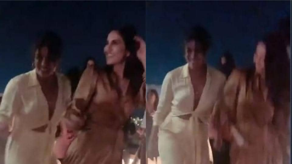 Katrina Kaif, Priyanka Chopra party together!