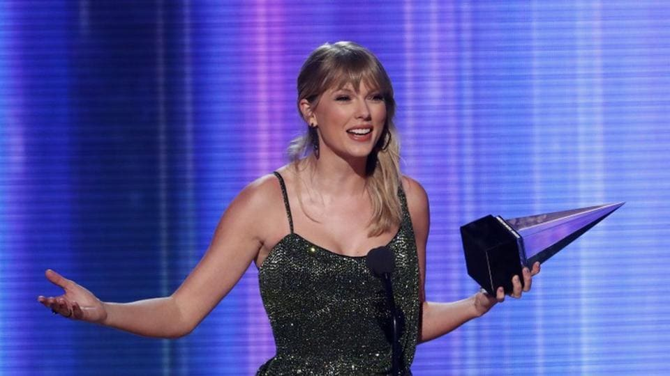 Taylor Swift accepts the Favorite Album Pop/Rock award for Lover at 2019 American Music Awards.