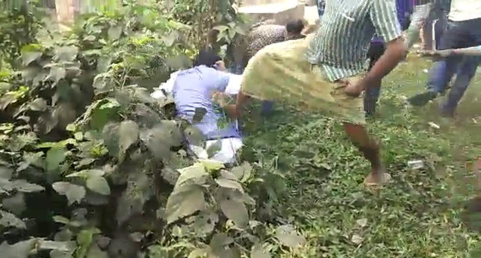 BJP's  Bengal unit vice-president and Karimpur candidate Jay Prakash Majumdar falls into a ditch after being allegedly kicked by a Trinamool Congress supporter.