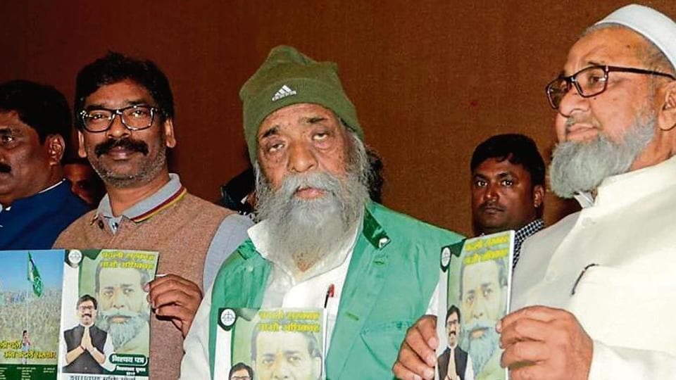 JMM President Sibu Soren (in green jacket), working president Hemant Soren along party leaders releasing party manifesto for the Jharkhand Assembly election at Press club in Ranchi, on Tuesday, November 26, 2019.