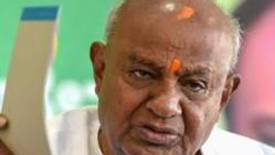 Former Prime Minister HD Deve Gowda wants JDS to play a 'decisive role' after Karnataka bypolls.