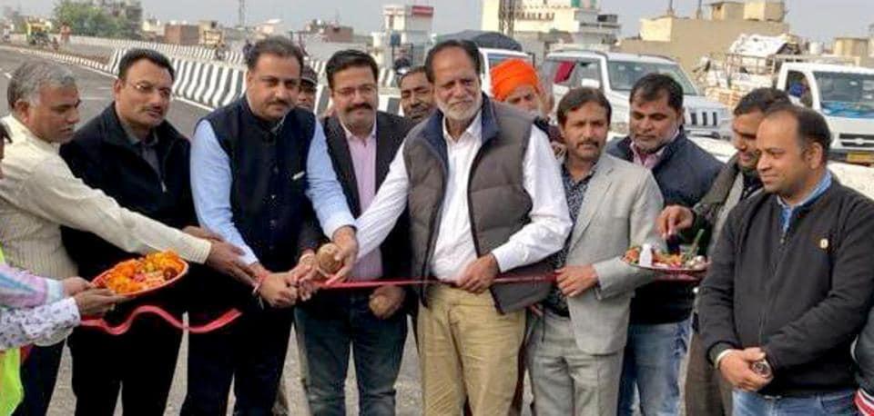 Mayor Balkar Singh Sandhu inaugurating the flyover at Jodhewal Basti in Ludhiana on Thursday.