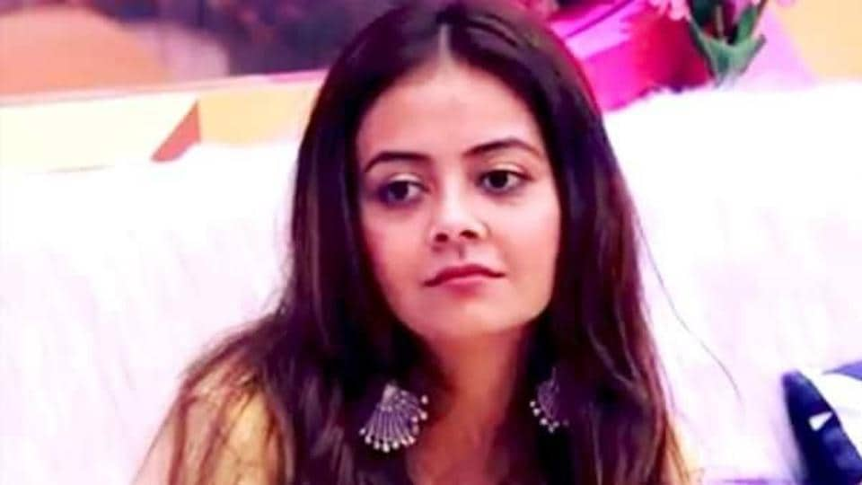 Bigg Boss 13 Weekend Ka Vaar written update day 59: Devoleena Bhattacharjee had to leave the house due on medical grounds as doctors have advised complete bed rest for her back pain.