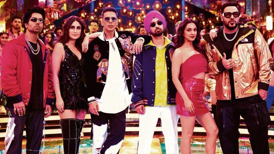 Akshay Kumar poses with co-stars Kareena and Diljit in a still.