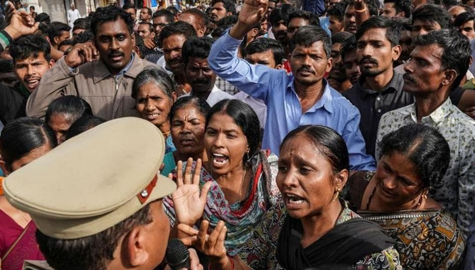 Demonstrators argue with a police officer during a protest against the alleged rape and murder of a 27-year-old woman in Shadnagar, on the outskirts of Hyderabad, November 30, 2019. REUTERS/Vinod Babu