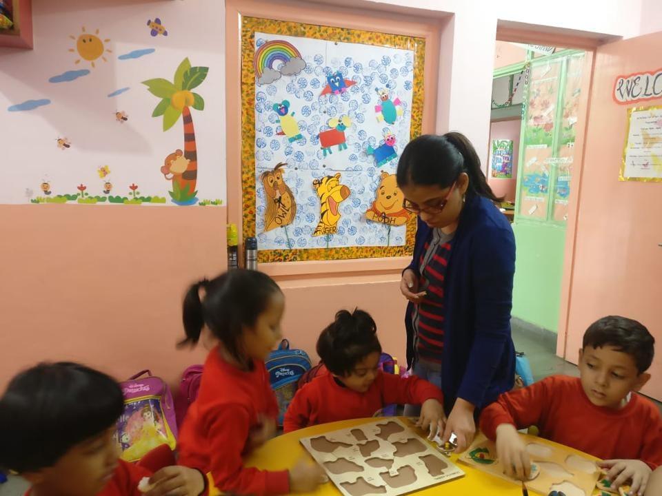 Geetika Srivastava teaching students at the Prep School of Study Hall, Lucknow.