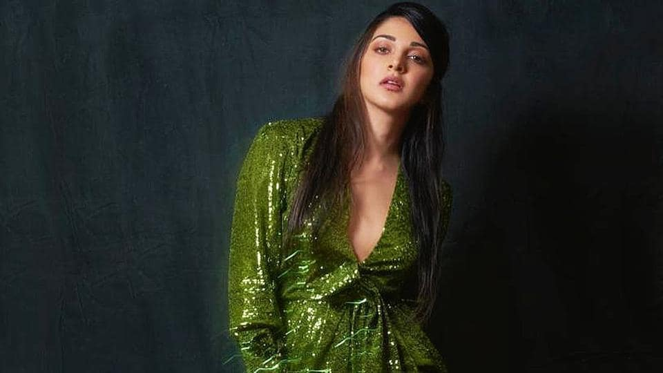 Kiara's green sequinned pant-suit combo by Cinq à Sept was a bit of a dud. The suit worked better in concept and was quite a stunner, but just fell flat and looked ill-fitted on Kiara. The rest of the styling was passable. (INSTAGRAM)