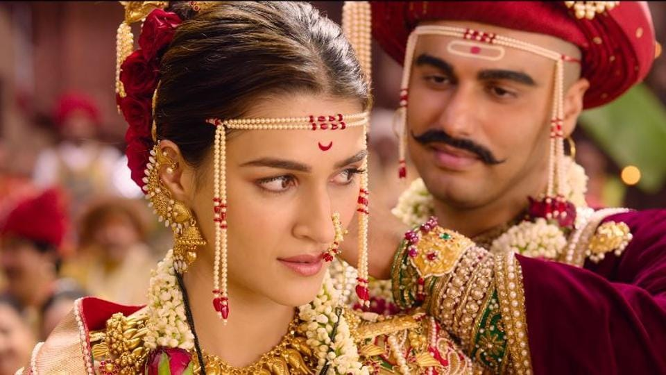 Kriti Sanon and Arjun Kapoor in a still from the Panipat song, Sapna Hai Sach Hai.