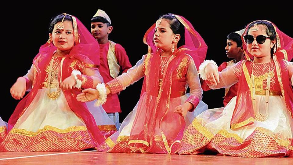 Students presented a dance 'ek chirhiya anek chirhiya' and spread the message of strength in unity.