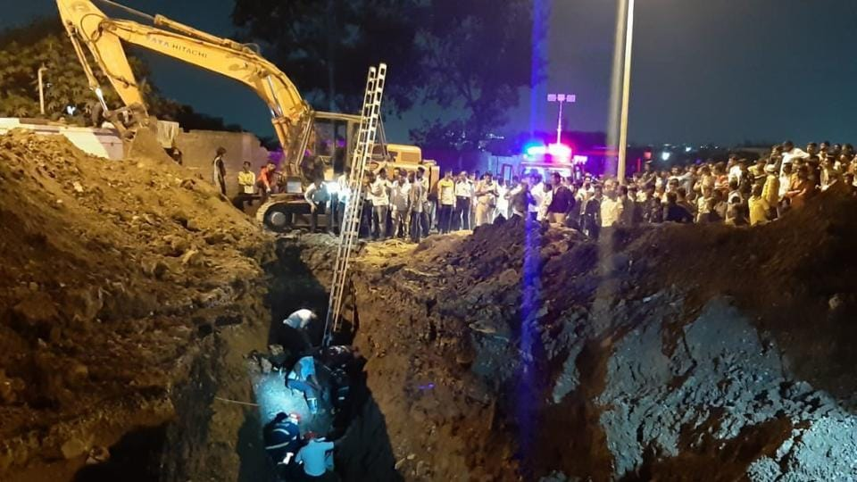 The accident happened in Dapodi, where work for a drainage line was underway near a water tank, under the Amrut Yojana, and Jamadar was working at the site.