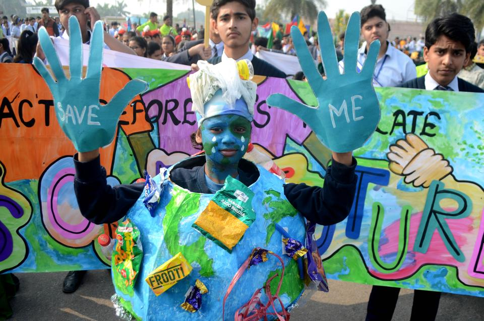 Students taking out a rally in Lucknow on the National Pollution Control Day.