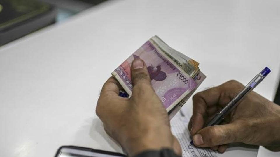 Bankers and experts believe the Reserve Bank may cut interest rates for the sixth straight time on December 5 to support growth that has continued to slip.