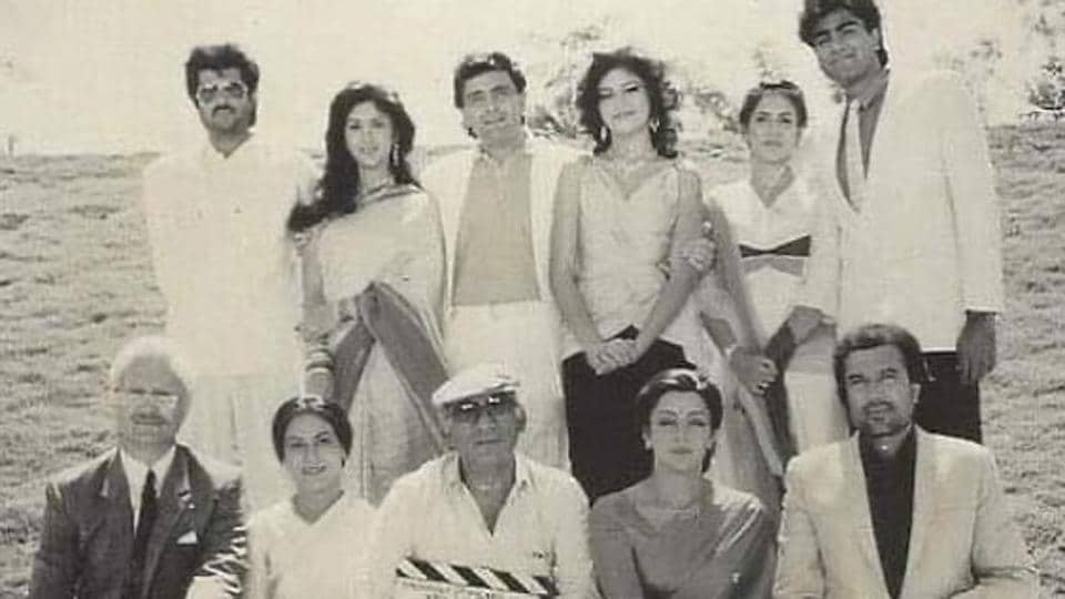 Anupam Kher, Hema Malini, Rajesh Khanna, Anil Kapoor, MeenakshiSeshadri,Rishi Kapoor  and others in a shot from the film Vijay.