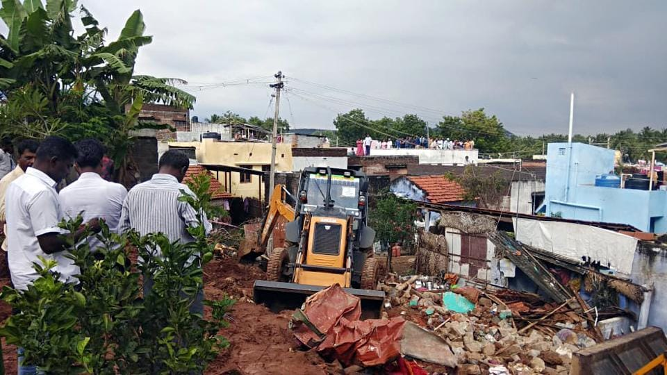 15 persons dead after a compound wall collapsed and damaged three houses at Nadoor Kannappan Layout in Mettupalayam on Monday, following heavy rain in the region.