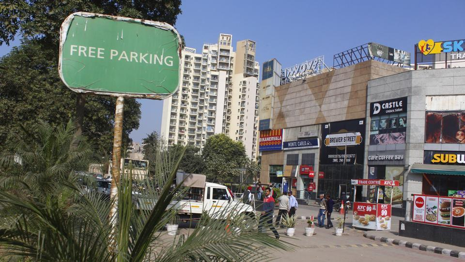 Free parking board is seen outside a mall at Sohna road, in Gurugram.  MCG has received complaints that three malls on Sohna Road were charging for parking despite advertising-free services for the same outside their entrance.