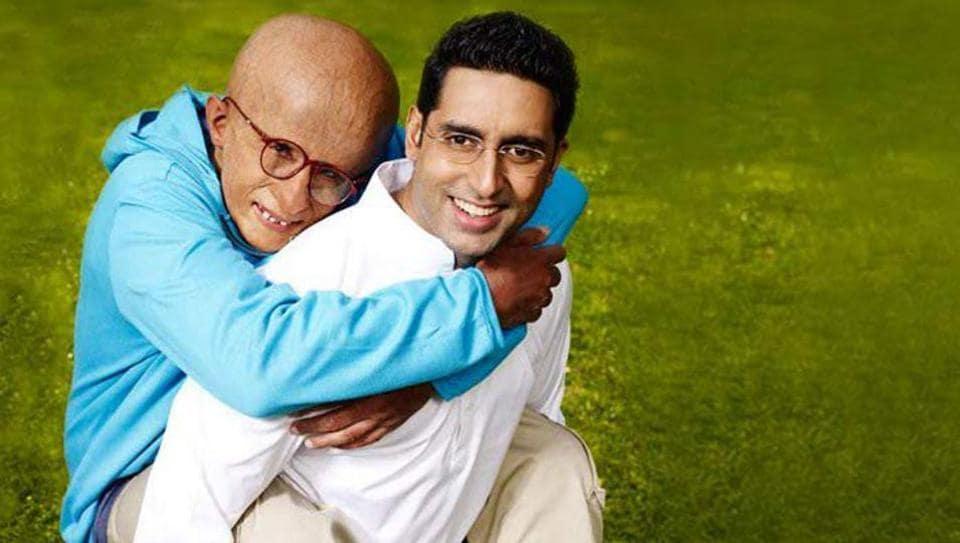 Amitabh Bachchan and Abhishek Bachchan as Auro and Amol Arte in a still from Praa.