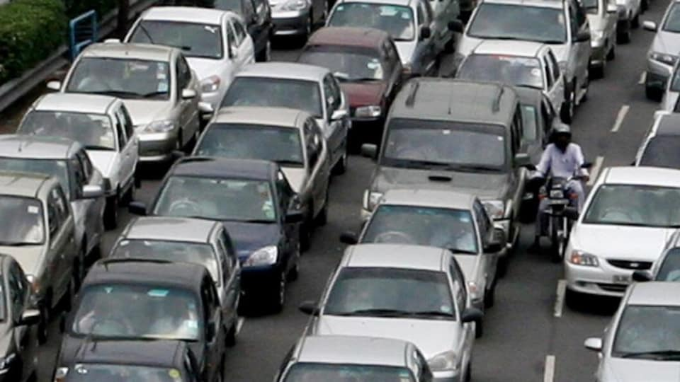 The transport ministry currently stores data related to licences and registrations in Sarathi and Vahan — the government's web-based databases of all driving licences and vehicle registrations. (HT photo)