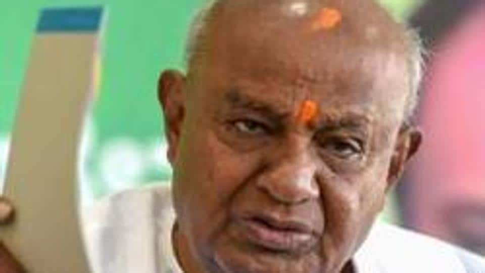 Former Prime Minister and JD(S) chief HD Deve Gowda addresses a press conference in Bengaluru.