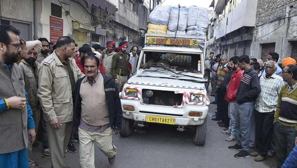 Locals and family members of the victim, Harshit Kaushal where the pick-up jeep crushed him to death near Gokul Road in old city area on Wednesday. After the incident, the driver of the jeep fled on foot, following which the locals vandalised the vehicle.