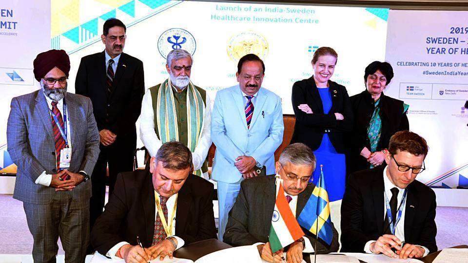 New Delhi, Dec 03 (ANI): Union Minister for Health & Family Welfare, Science & Technology and Earth Sciences, Dr. Harsh Vardhan along with Union Minister of State for Health and Family Welfare, Ashwini Kumar Choubey and the State Secretary to the Minister for Health and Social Affairs, Sweden, Maja Fjaestad witnessing the signing ceremony of the Memorandum of Intent (MoI) for India-Sweden Healthcare Innovation Centre, in New Delhi on Tuesday. (ANI Photo)