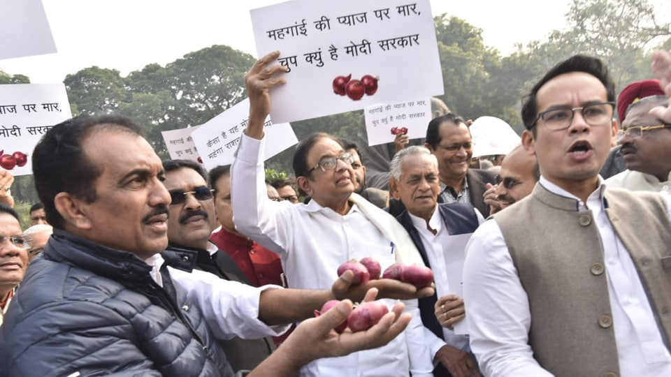 Former finance minister P Chidambaram and other Congress leaders protest against spiralling onion price on Parliament House premises on Thursday.