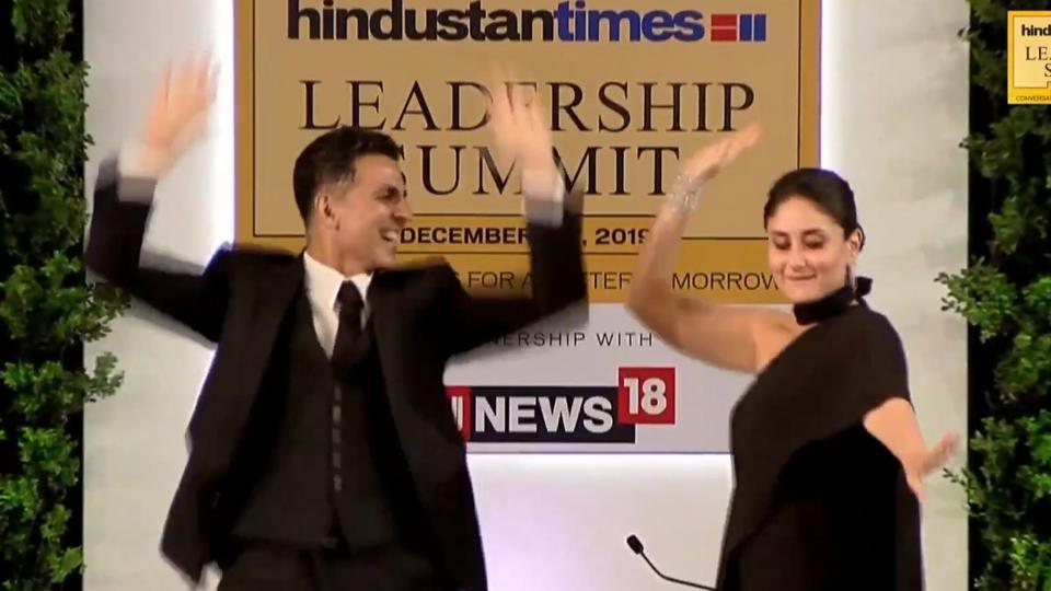 AkshayKumar and Kareena Kapoor Khan shaking a leg at the HindustanTimes LeadershipSummit.