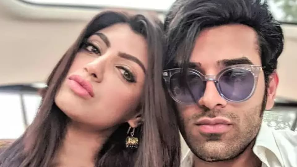Bigg Boss 13 contestant Paras Chhabra has been called out by his girlfriend, Akanksha Puri.
