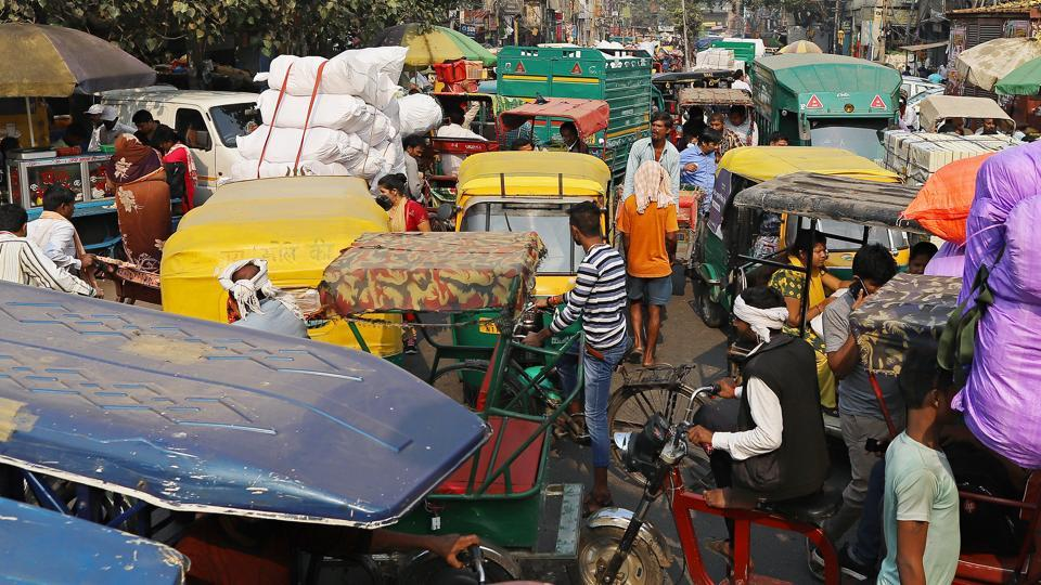 Auto-rickshaws sit in traffic near Sadar Bazaar in New Delhi. The drop coincides with a deepening slowdown in Asia's third-largest economy and increased worries about employment.