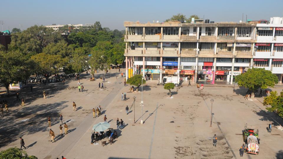 Otherwise abuzz with numerous hawkers, offering street food, footwear, clothes and jewellery, the Sector-17 Plaza became a pedestrians' delight on Friday following MC's eviction drive to remove vendors.
