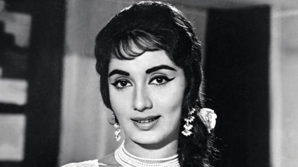 Female stars inspired more fans to follow their hairstyles. The one that became a craze was filmstar Sadhna's Chinese Cut with the patch of hair falling on her forehead. It came to be known as Sadhna Cut.