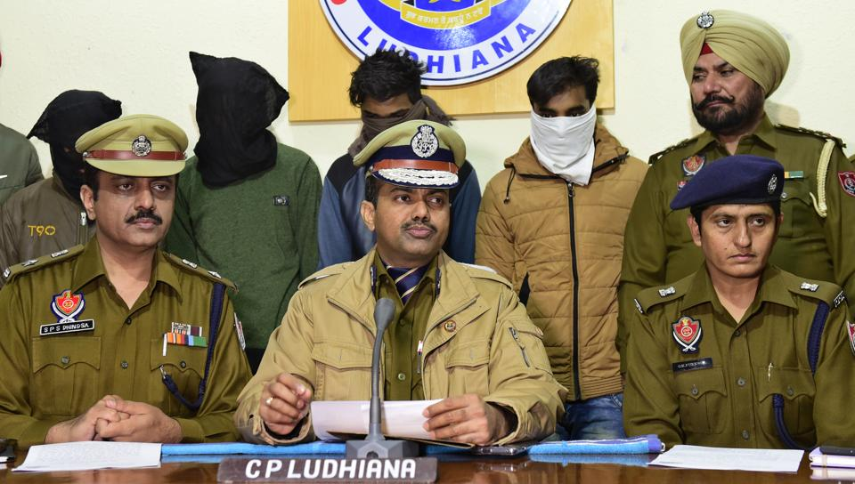 Police commissioner Rakesh Agrawal addressing mediapersons in Ludhiana on Tuesday; also seen are four arrested vehicle lifters (faces covered).