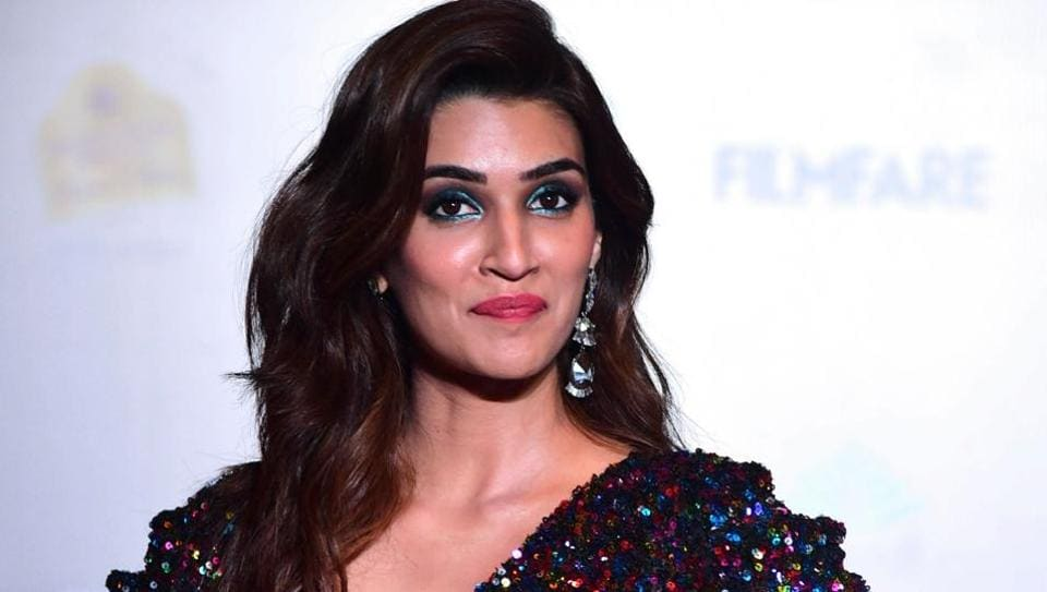 Kriti Sanon arrives at the Filmfare Glamour and Style Awards in Mumbai.