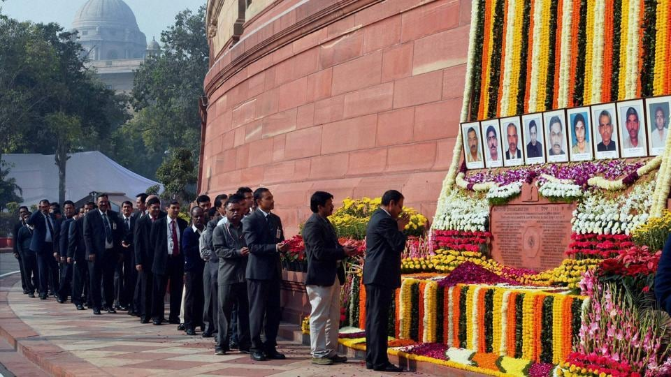 Parliament staff paying tributes to the martyrs of 2001 Parliament attack at Parliament House in New Delhi on december 13.(PTI Photo)
