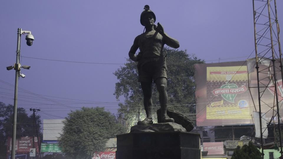 A statue of a coal miner at Rangatand roundabout is the symbol of Dhanbad, Jharkhand. The six assembly constituencies in the district will vote on Dec 16 in the fourth phase of state election.