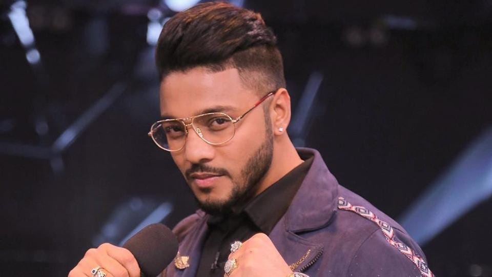 For someone who is mostly on the road to perform at concerts, staying fit can be a bit tricky, but Raftaar has a clever plan to maintain his fitness while on the go.