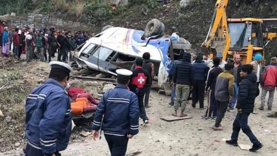 Rescuers were able to pull out the injured passengers and take them to nearby hospitals for treatment.