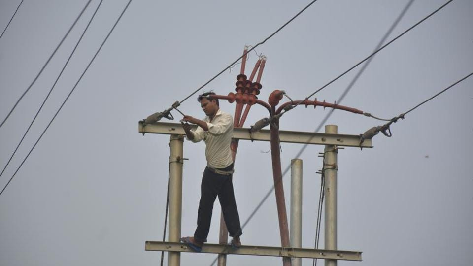 Ghaziabad, India - Aug 10, 2018: An electrician seen checking power supply cables at Kamla Nehru nagar, in Ghaziabad, India, on Friday, Aug 10, 2018. To make Ghaziabad city a 'no tripping zone,' the officials of Paschimanchal Vidyut Vitaran Nigam Limited (PVVNL) has chalked out short term and medium term measures which will be rolled out by August 15 and October end, respectively. The officials have prepared a detailed road map after a recent visit by top officials of the discom on August 1, in Ghaziabad, India, on Friday, Aug 10, 2018. (Photo by Sakib Ali /Hindustan Times)