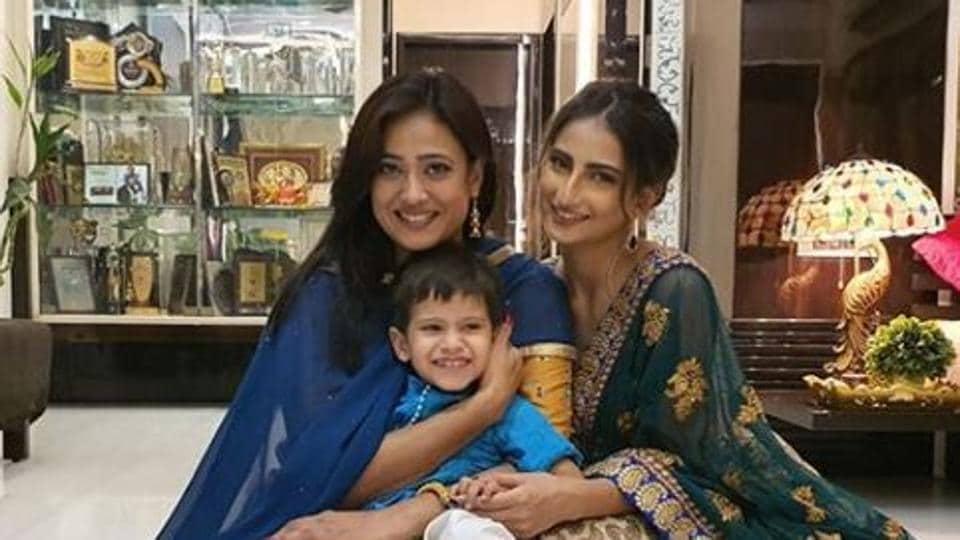 Shweta Tiwari poses with her daughter Palak.