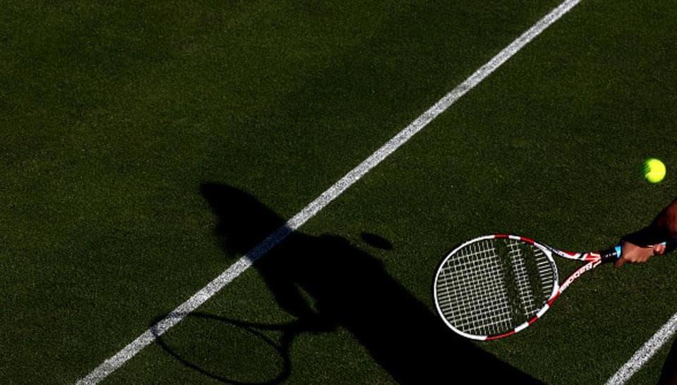 网球员的阴影的普通射击在比赛期间的。