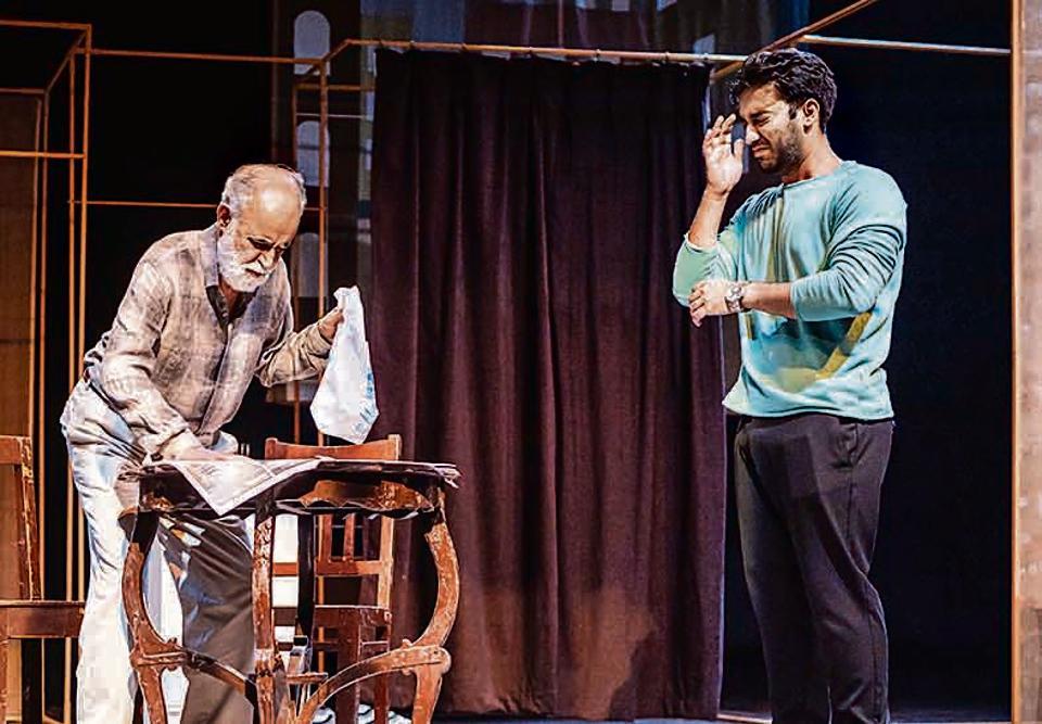 The play stars MK Raina as Mr Green and Aakash Prabhakar as Ross Gardiner