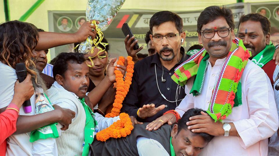 JMM's working president Hemant Soren had tied up with the Congress and Lalu Prasad's Rashtriya Janata Dal (RJD) and contested polls from Dumka.