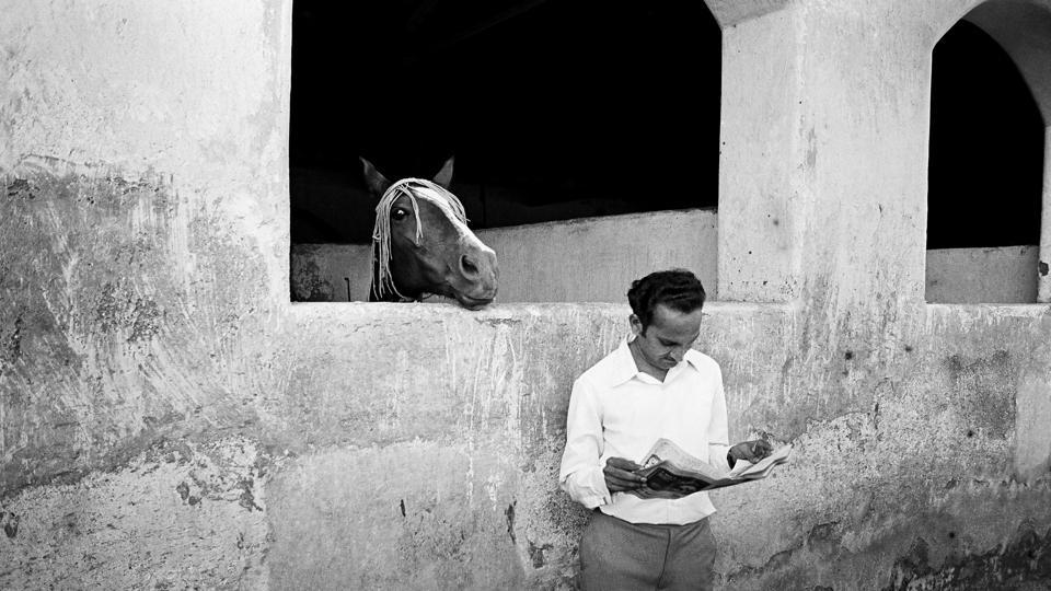 No one can resist a good read. At the Racecourse, Bombay, 1974.